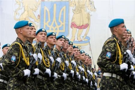 Майже сотня закарпатських юнаків із початку року висловили бажання служити у Збройних Силах за контрактом (ВІДЕО)