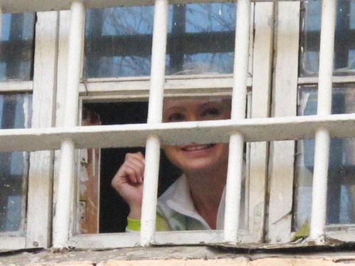 Два роки ув'язнення Тимошенко: наслідки для режиму, опозиції і країни