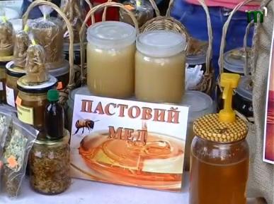 Закарпатські пасічники презентували свій винахід – пастовий мед (ВІДЕО)