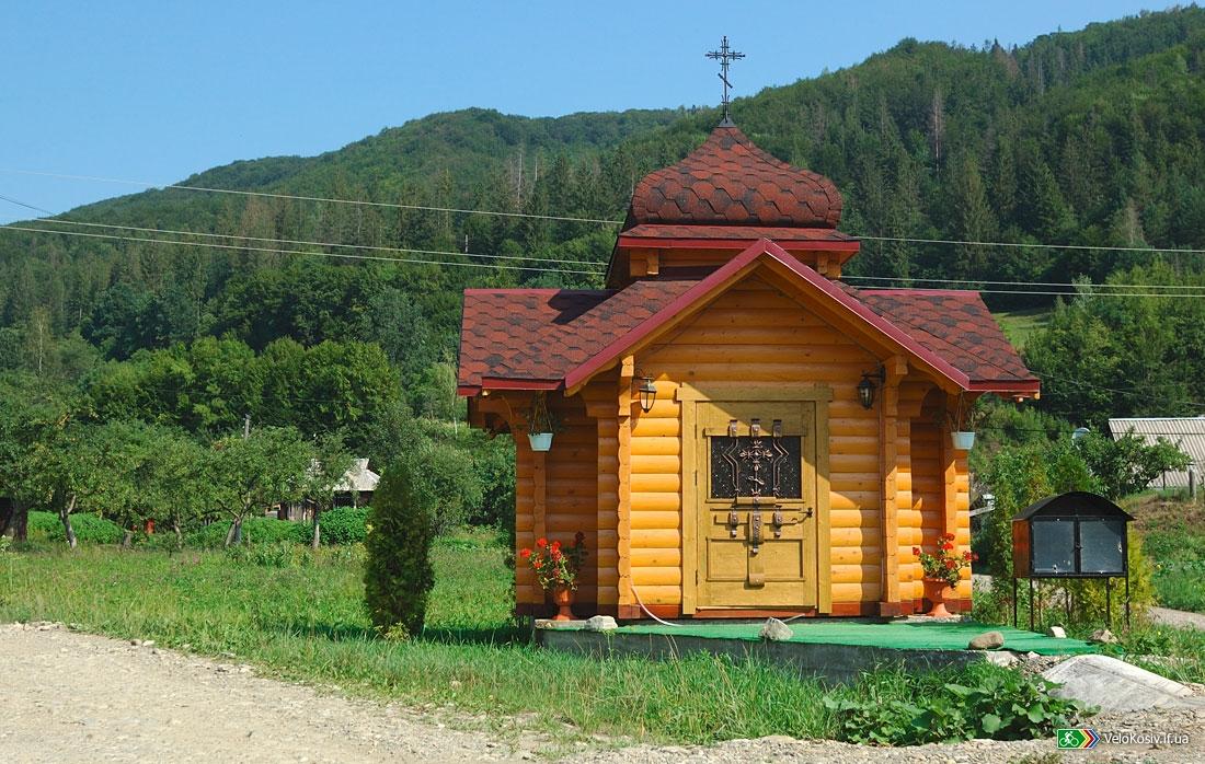 На Великоберезнянщині повністю згоріла дерев'яна капличка