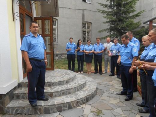 Мукачівські правоохоронці запалили свічку пам'яті та згадували про загиблих на службі колег (ФОТО)