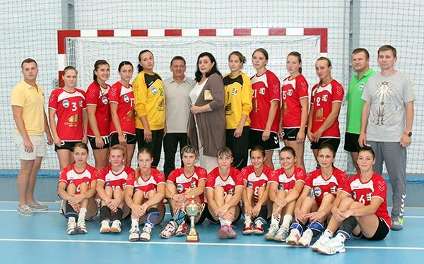 """Гандбольний клуб """"Карпати"""" виграв міжнародний товариський турнір імені Ніни Гецко"""