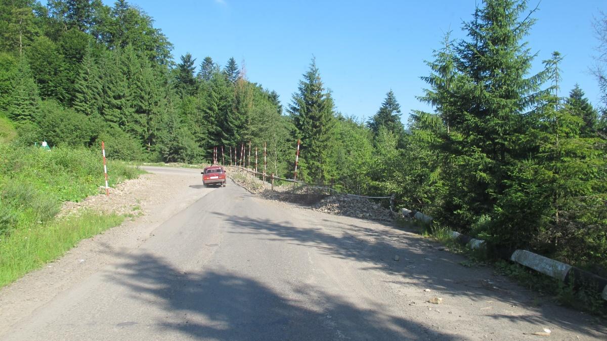 Чиновники запевняють, що вже незабаром розпочнуть ремонтувати дорогу на Синевир (ВІДЕО)