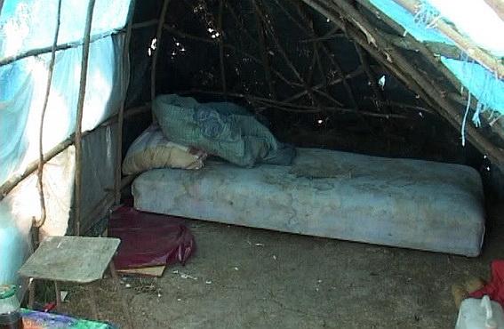 У Чопі в колибі серед поля від численних побоїв загинула жінка (ФОТО)