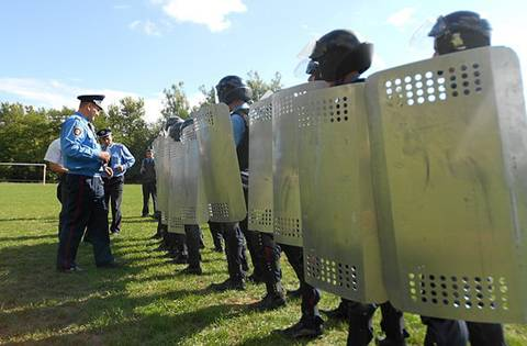У Перечині правоохоронці вчилися вгамовувати порушення громадського порядку під час футбольного матчу (ФОТО)
