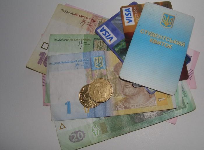 У Берегові зі студентів незаконно стягнули гроші, прокуратура вимагає їх повернути