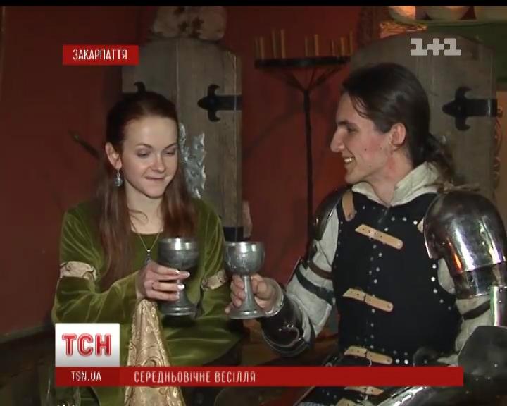 Як у замку Сент-Міклош середньовічне весілля гуляли (ВІДЕО)