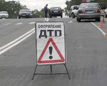 В Ужгороді, намагаючись перебігти дорогу із чотирма полосами руху, під колесами автобуса загинула жінка