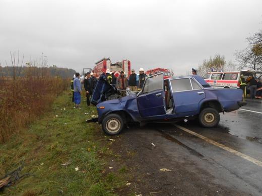 Поблизу Дерцена трапилась жахлива аварія: батько і 20-річна донька загинули, ще двоє людей у реанімації (ФОТО)