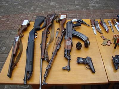 На території Тячівського району проводиться місячник добровільної здачі зброї