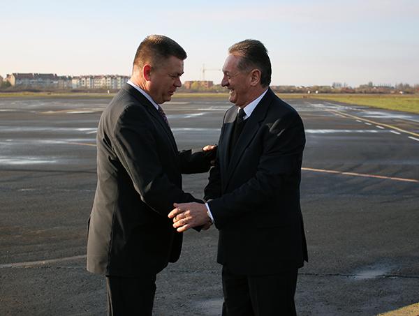 Міністр оборони України Павло Лебедєв зустрівся з керівником області Олександром Ледидою