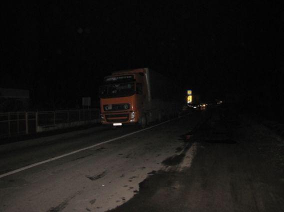 """ДТП в Берегові: жінка, що потрапила під колеса """"Мерседес Спрінтер"""" загинула на місці (ФОТО)"""