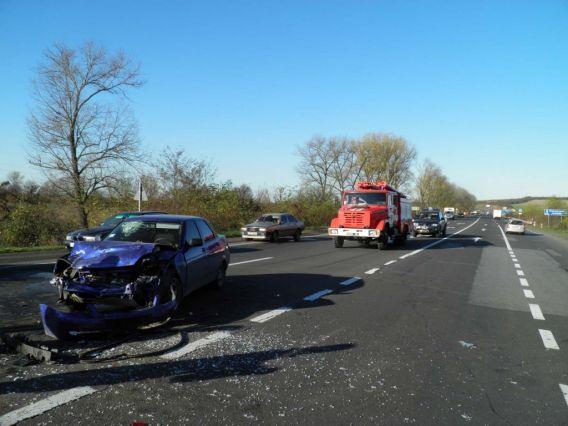 На Ужгородщині зіткнулись два автомобілі, жінка-пасажир отримала перелом ноги (ФОТО)