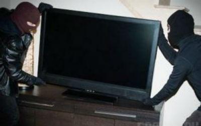 У Виноградові із магазину зловмисники вкрали 4 телевізори