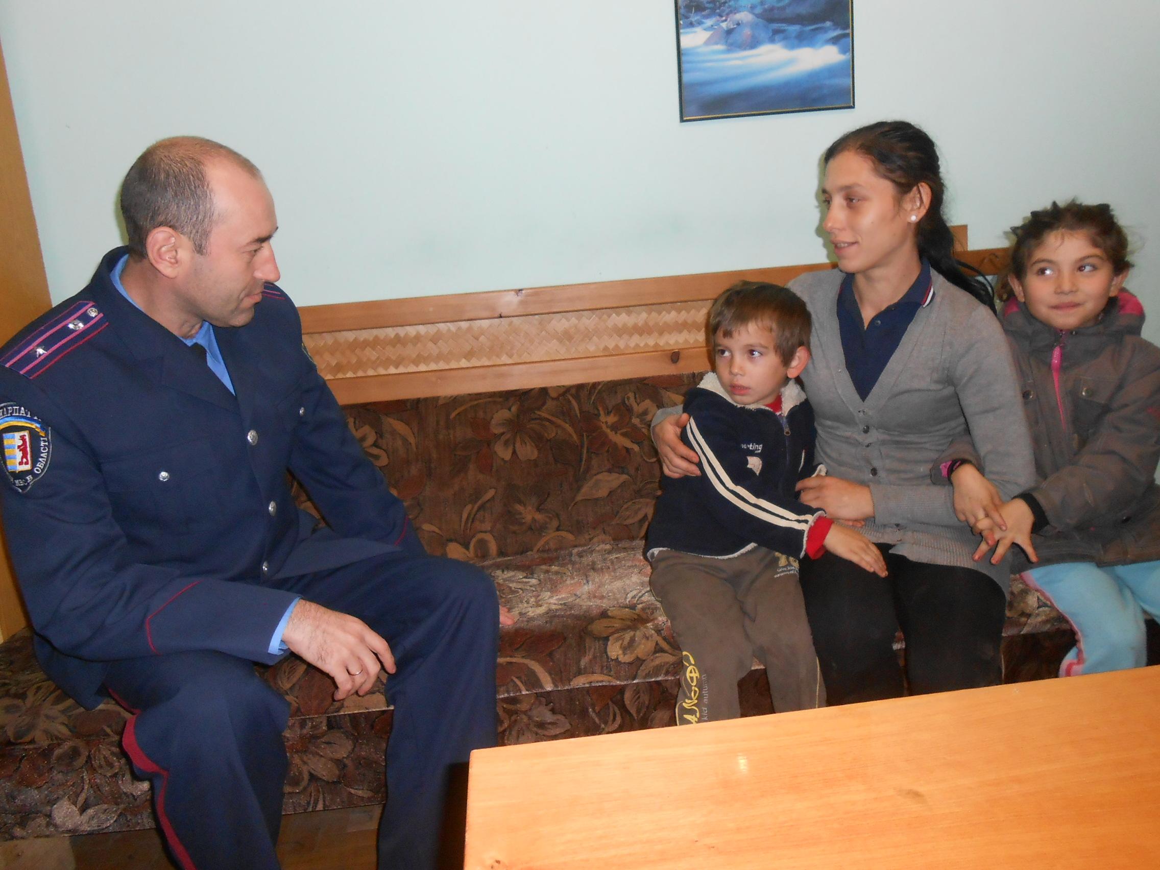 Староста ромського поселення заявляє, що діти, які вчора у центрі Мукачева плювали на людей, не з їх табору (ФОТО)