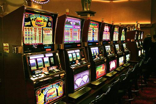 За 5 гральних автоматів, які підприємець розмістив у своєму закладі, він заплатить 7,7 мільйонів гривень