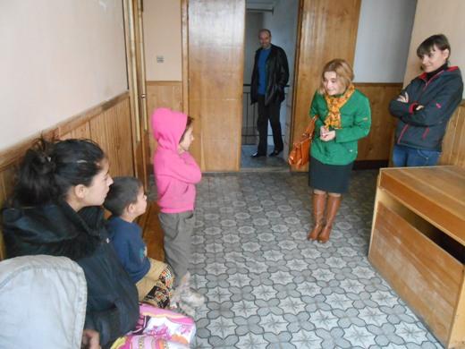 Міліціонери знайшли ромів, які обпльовували у центрі Мукачева людей і відправили їх до притулку (ФОТО)