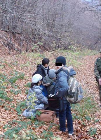 Жінка з трьома малолітніми дітьми «блукала» Карпатами