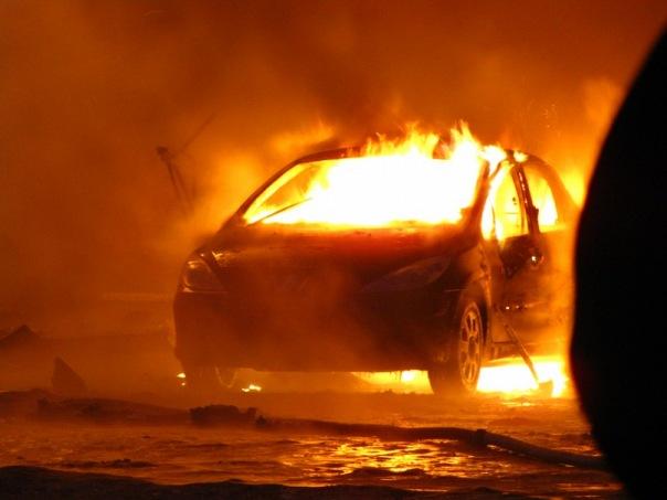"""У лісничого Хустського лісництва згорів автомобіль """"Шкода-Октавія"""""""