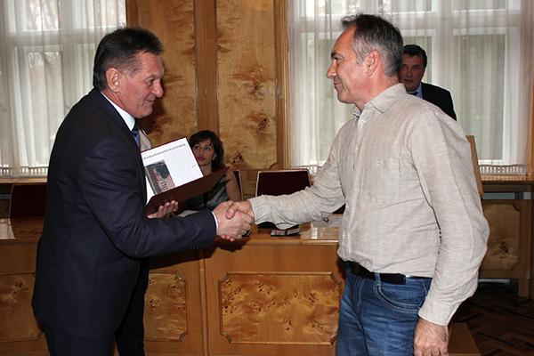 В Ужгороді з нагоди Дня працівників радіо, телебачення та зв'язку вітали тележурналістів (ФОТО)