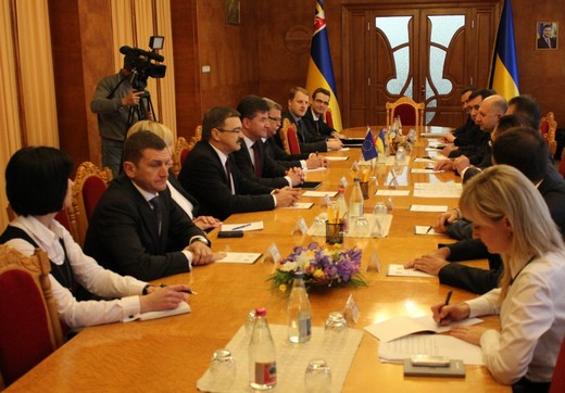 Віце-прем'єр-міністр Словацької Республіки Мірослав Лайчако зустрівся з губернатором Закарпаття (ФОТО)
