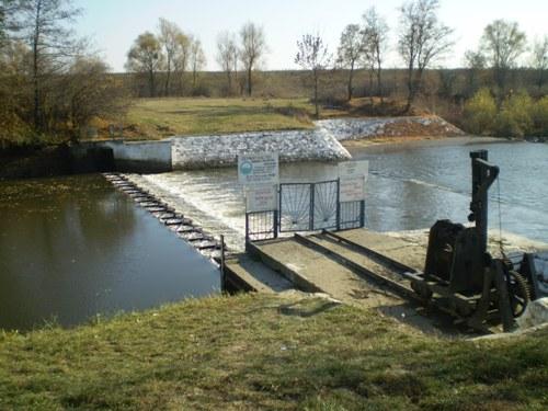 На річці Боржава демонтували конструкцію греблі