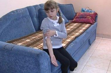 Вчительку з Барбова, яка покусала школярку, відсторонили від роботи