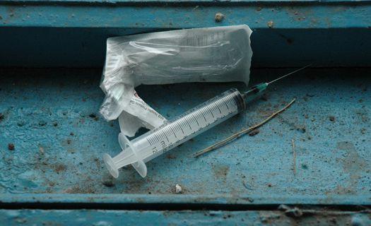 """У Росвигові біля ресторану """"Асторія"""" міліція затримала молодика із наркотичною речовиною в руці"""