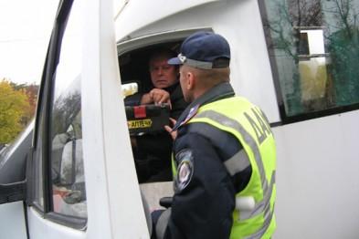 Від самого ранку при в'їзді в Мукачево працівники ДАІ перевіряють маршрутки та автобуси