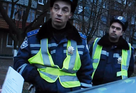 Працівник ДАІ заявив, що він громадянам України не служить (ВІДЕО)