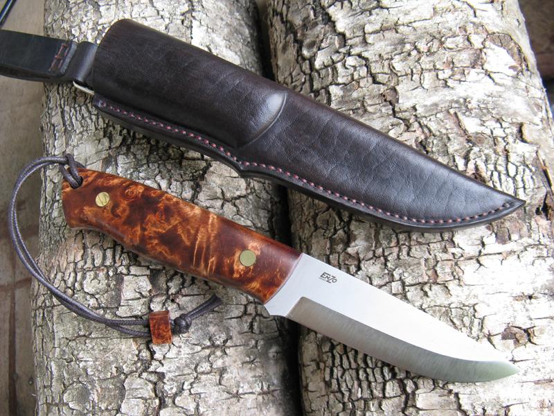 Ужгородець розгулював містом із мисливським ножем та клинком