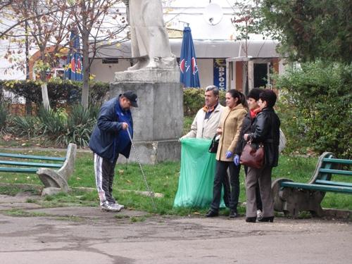У Берегові жителі вирішили самотужки очистити рідне місто від сміттєвого колапсу (ФОТО)