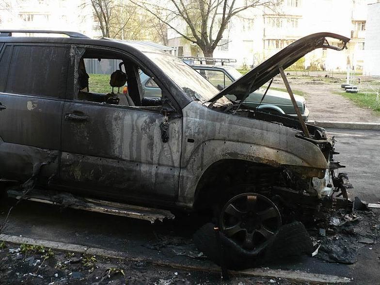 """В Ужгороді з незрозумілих причин загорівся автомобіль """"Тойота Лендкрузер"""""""