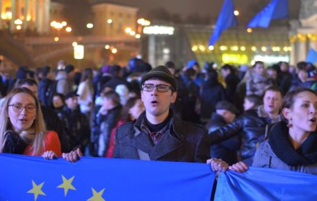 В Ужгороді вночі також мітингували проти призупиненням підготовки до підписання угоди про асоціацію з ЄС (ФОТО)