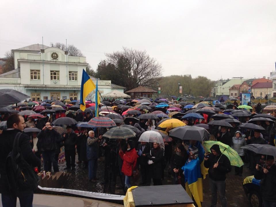 Мітингувальники хочуть відкликати Василя Ковача, Михайла Ланя та Івана Бушка із ВР, через їх антиєвропейську спрямованість