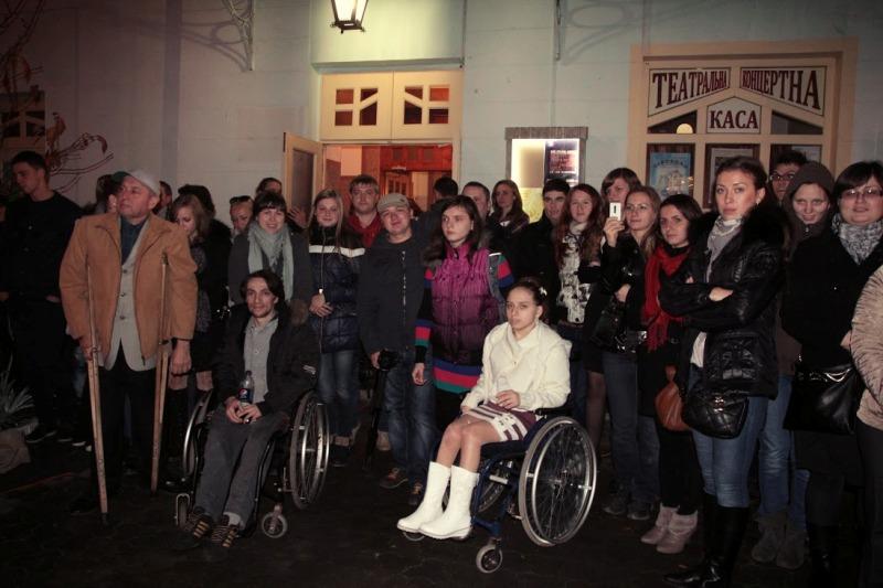 """В Ужгороді у Ляльковому театрі відбувся благодійний концерт """"Такі рівні, такі різні"""" (ВІДЕО)"""