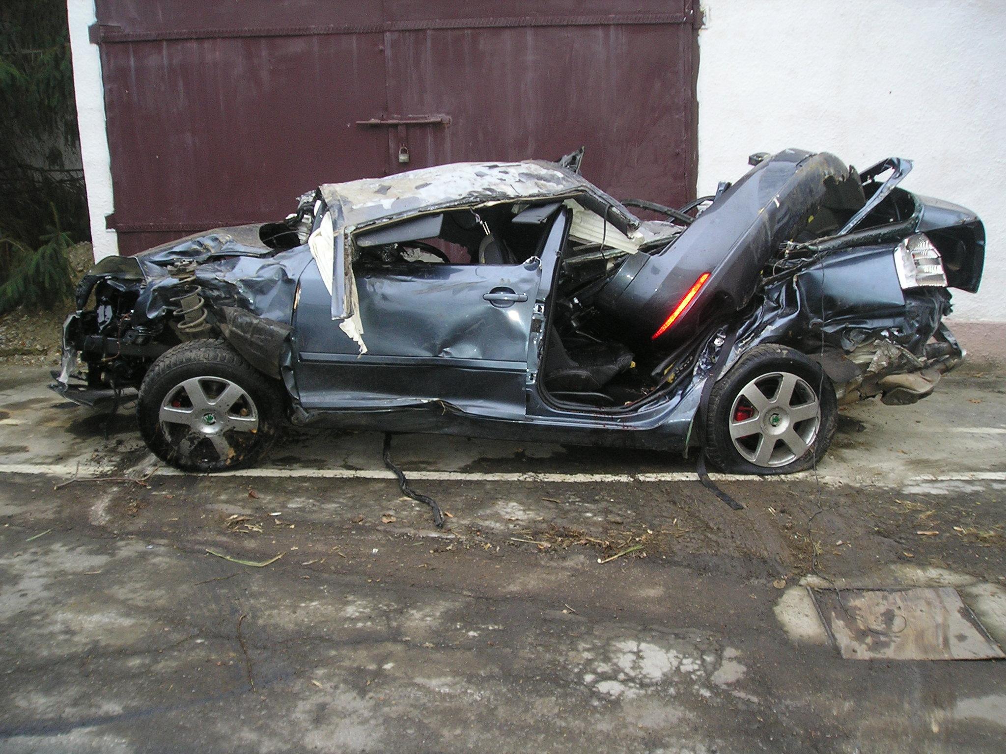 З'явилися фото автомобіля після аварії на Берегівщині, в якому розбилося троє студентів (ФОТО)