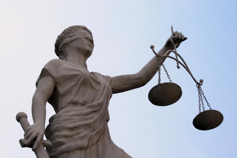 Суд передумав: хустський викладач-хабарник може вийти під заставу у 100 тисяч гривень