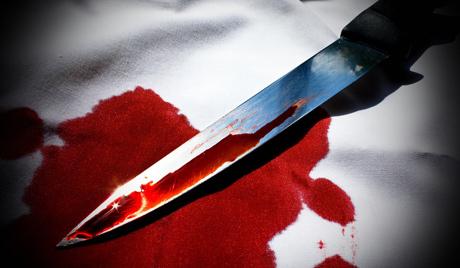 Чоловік отримав ножем в поперек біля свого авто