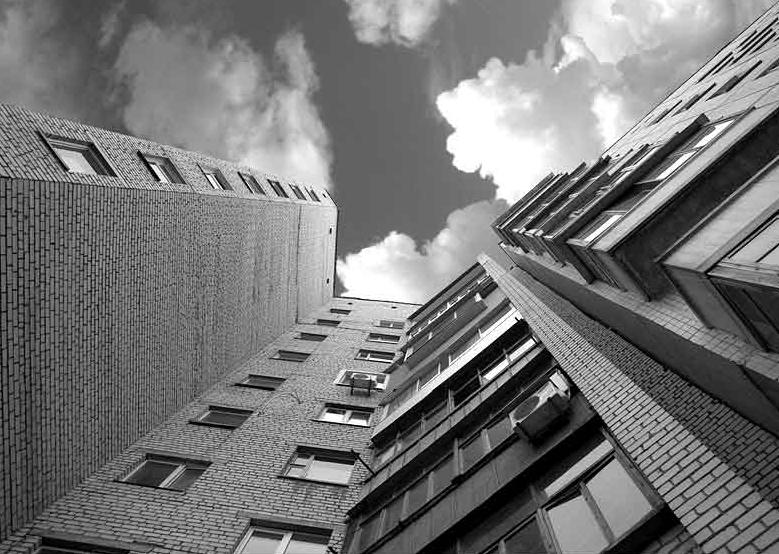 В Ужгороді жінка звела рахунки з життя вистрибнувши з четвертого поверху