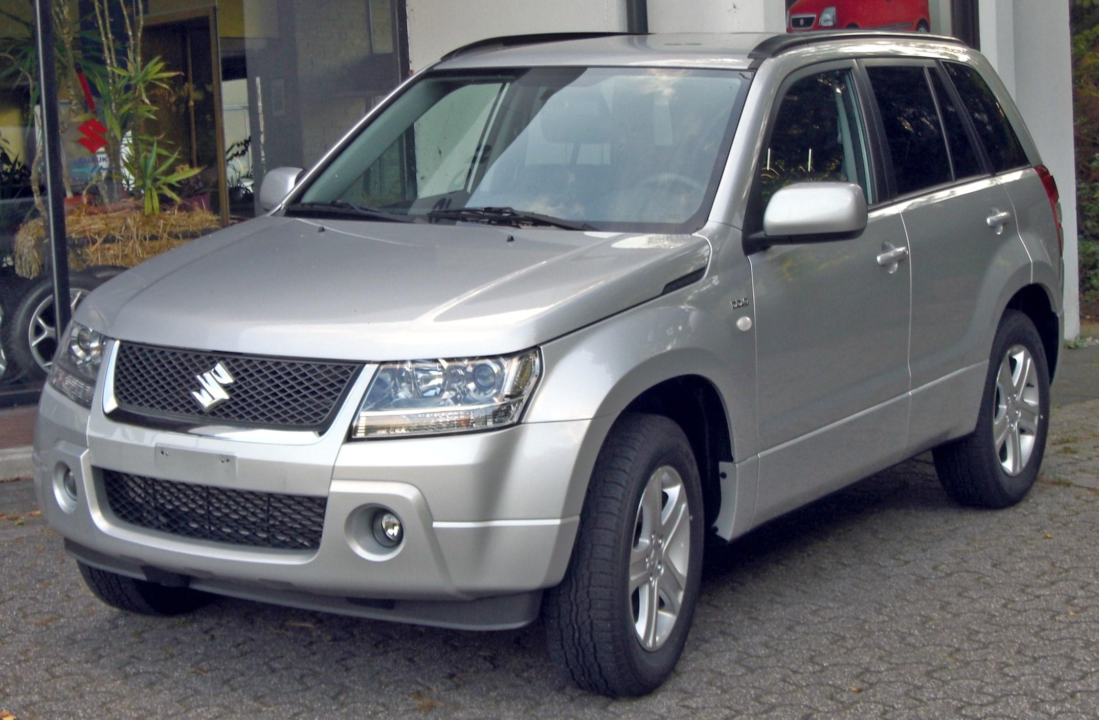 У Мукачеві по вулиці Росвигівській пограбували автомобіль Suzuki Grand Vitara