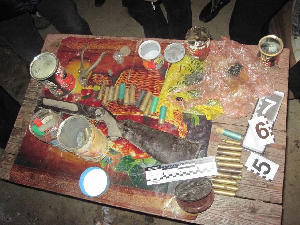 На Мукачівщині чоловік вистрілив собі у груди, сиротами залишились троє неповнолітніх дітей