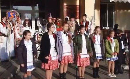 В центрі Мукачева лунали колядки мовами національних меншин (ВІДЕО)