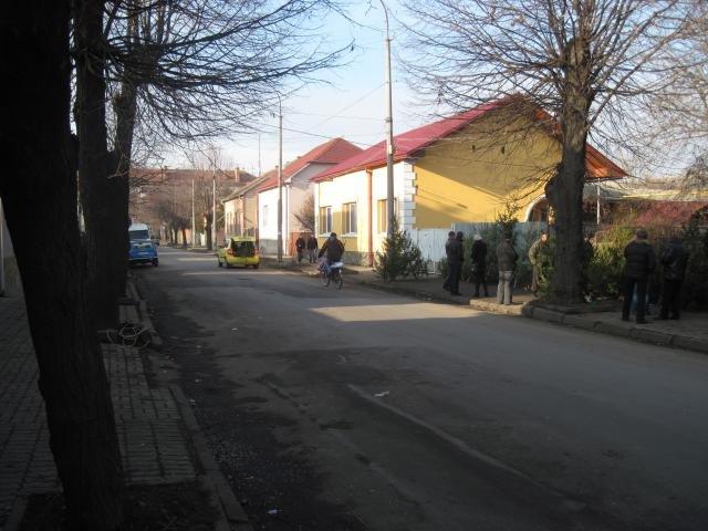 Міліціонери встановили особу, яка стріляла в продавців ялинок біля Мукачівського залізничного вокзалу