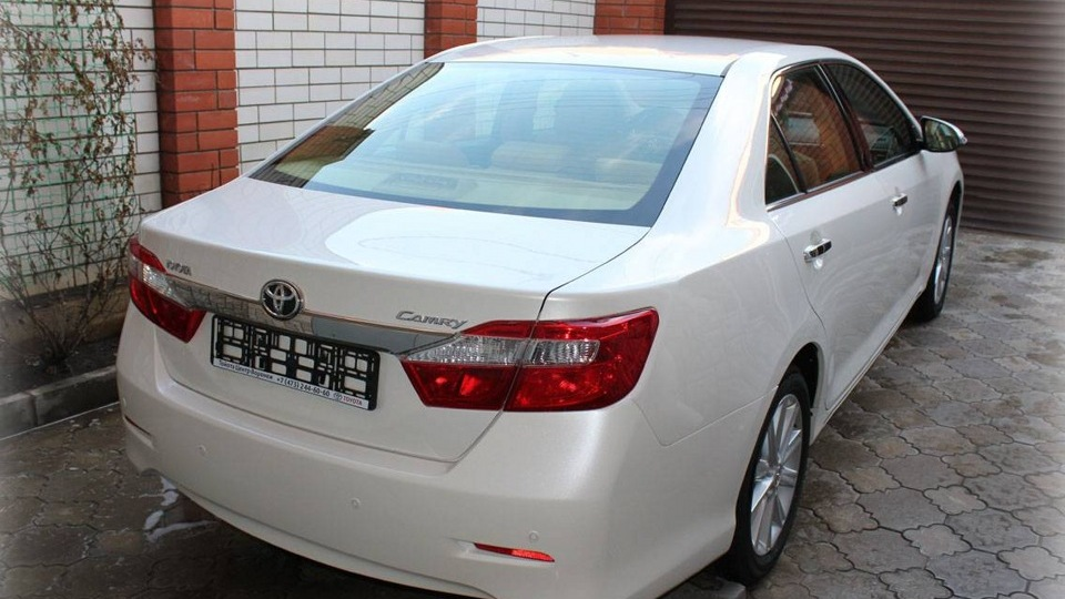 У мікрорайоні Росвигово горіло авто Toyota Camry, міліція з'ясовує обставини (ФОТОФАКТ)