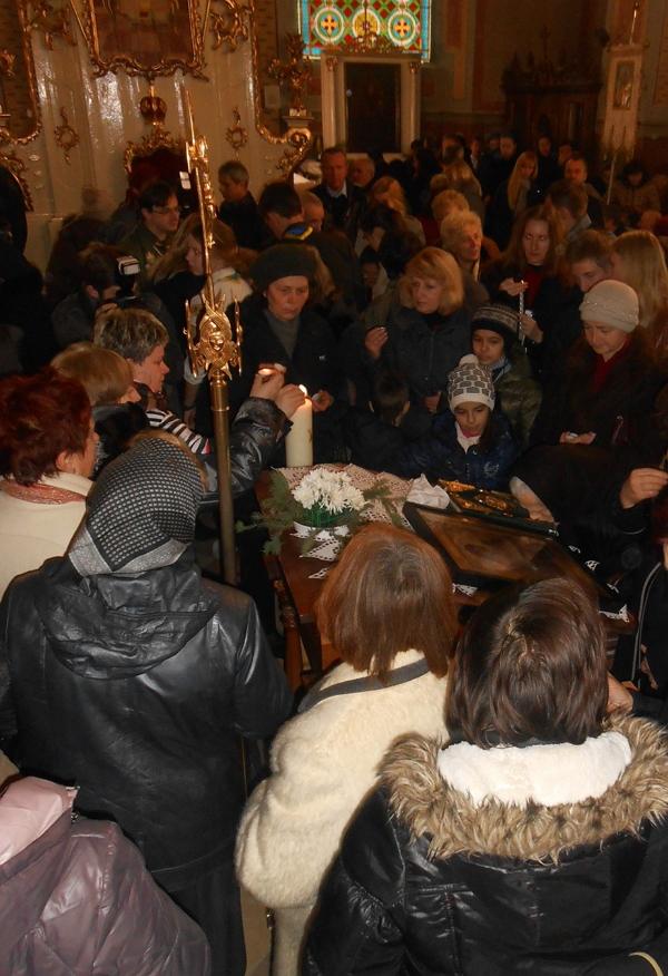 Вифлеємський Вогонь Миру уже на Закарпатті (ФОТО)