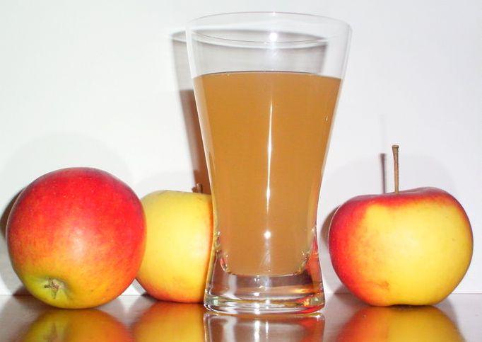 """Митники """"подарували"""" державі майже шість тон яблучного соку"""