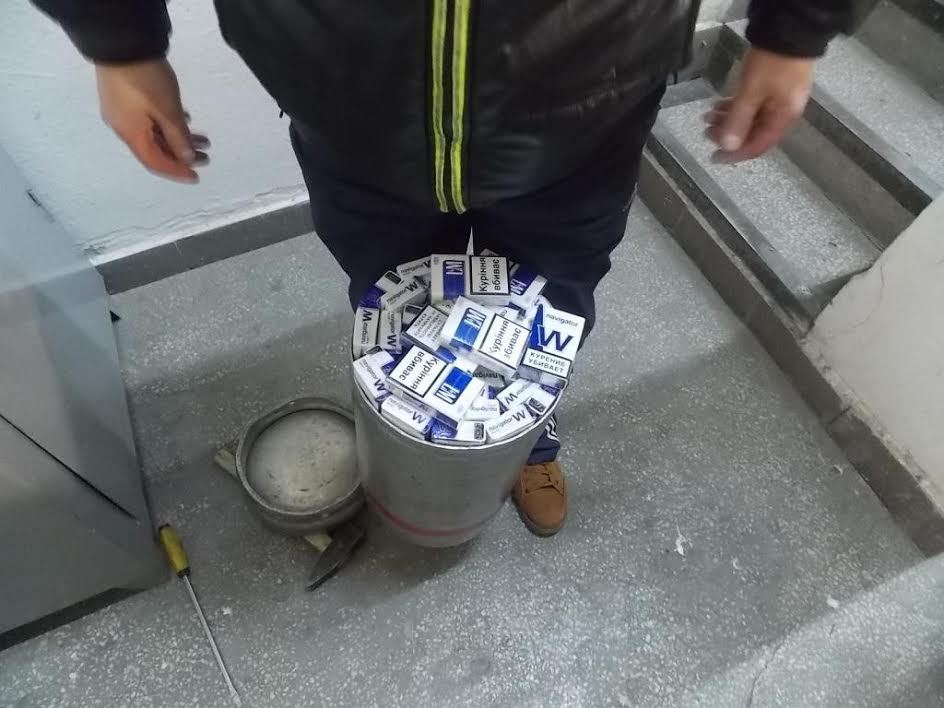 Чоловік, щоб перевести через кордон сигарети, умудрився сховати їх у газовому балоні