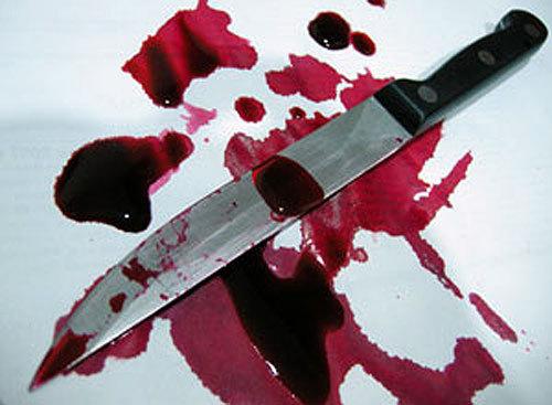 На Мукачівщині хлопець так напився у новорічну ніч, що сам встромив собі в живіт ножа