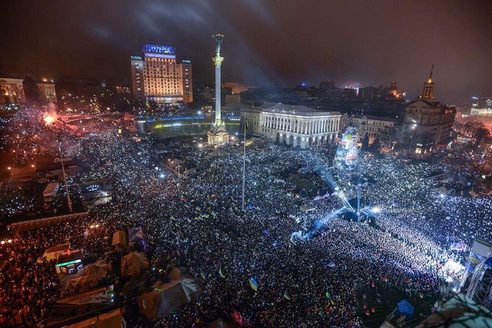 Півмільйона українців зустрічали Новий рік на Майдані Незалежності, співаючи державний гімн (ВІДЕО)